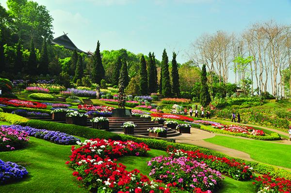 http://www.tatnews.org/wp-content/uploads/2014/01/Mae-Fah-Luang-Garden.jpg