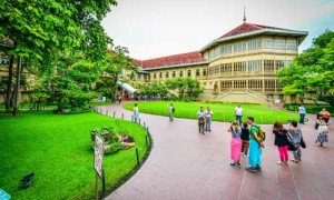 IG-A-HistorialSite-Vimanmek_005 With four floors and over 31 exhibition rooms Vimanmek mansion is the largest teak house in the world.