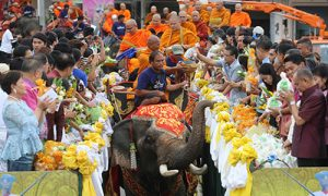 Surin Wax Candle Procession 2014_02-500x300