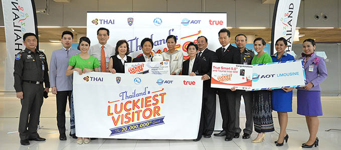 20-millionth-visitor-of-Thailand-in-2015_01-680x300